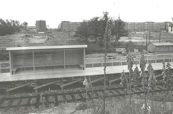 Den provisoriska Perrongen i Fisksätra fotot 1972 Kent Dahlin.jpg