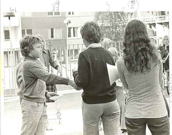 Gårdsfest på Sikgatan 1974-Prisutdelning.jpg