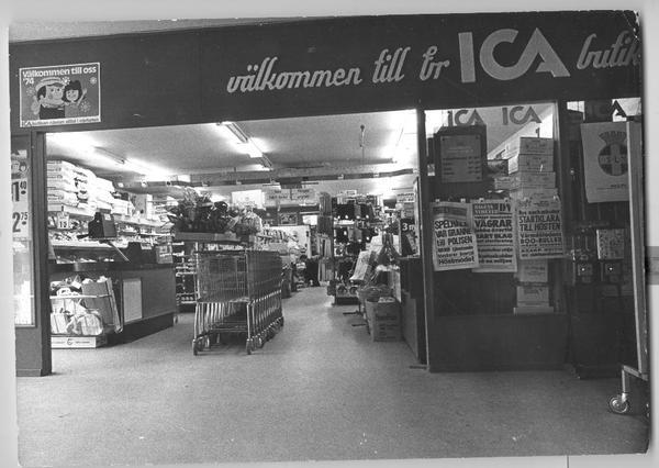 Provisorisk ICA-affär i Fisksätra1973-14.jpg