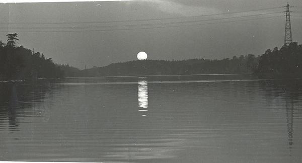 Solen över Fisksätra Sund Foto Kent Dahlin.jpg