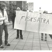 1980.Ungdomar i Fisksätra demonstrerar.jpg