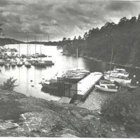 Fiskis små båtshamn Foto Kent Dahlin.jpg