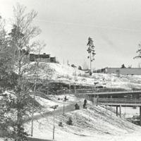 Fisksätra Minnen 2004 Bakom Ålgatan och parkering.jpg