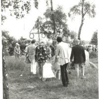 Midsommarstång och firande 1981.jpg